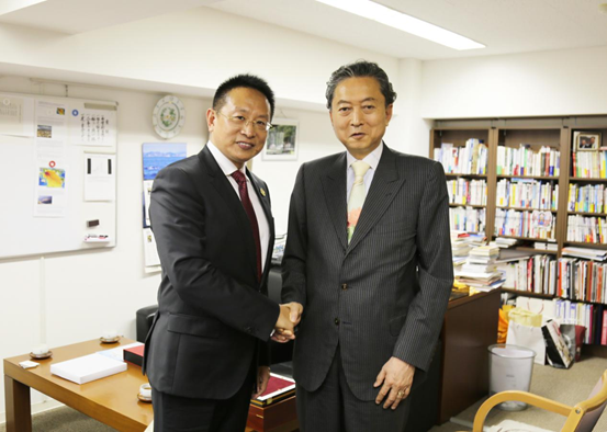 Mr. Hatoyama Yukio, former Prime Minister of Japan, met with Mr. Boqing Zhang,chairman of the board of directors of Beroni Group