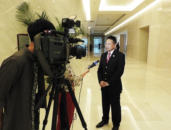 贝罗尼集团董事局主席张伯清先生接受媒体采访