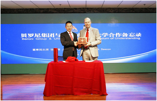 Mr. Zhang gave a Chinese traditional porcelain souvenir to Mr. Dawson