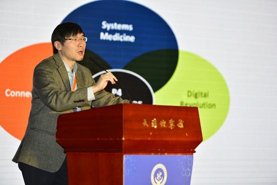 Professor Hu Zhiyuan made a speech