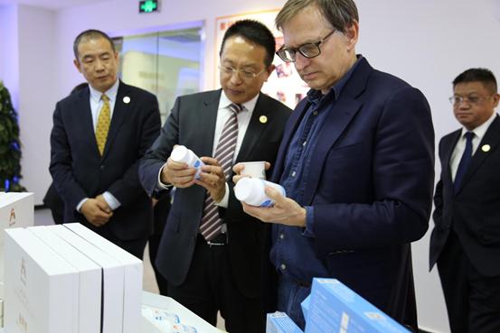 """首届""""精准医疗&医养结合国际高峰论坛""""在津举行 助推生物科技、精准医疗及医疗养老领域创新成果转化"""