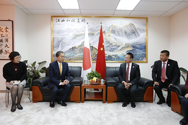 Mr. Zhang Boqing, the chairman of Beroni Group makes a conversation with Yukio Hatoyama , the Japan's former Prime Minister