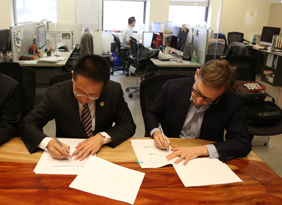 Mr. Zhang Boqing, Chairman of Beroni Group and Walter Ian Lipkin, Professor of the Mailman School of Public Health of Columbia University signed cooperation agreement