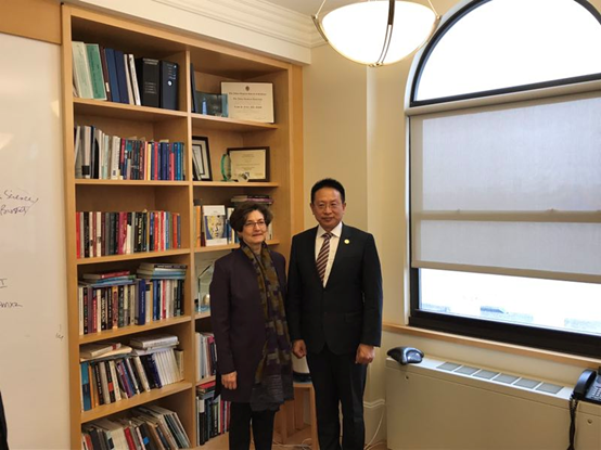 A picture of Mr. Zhang Boqing and Professor Linda P. Fried