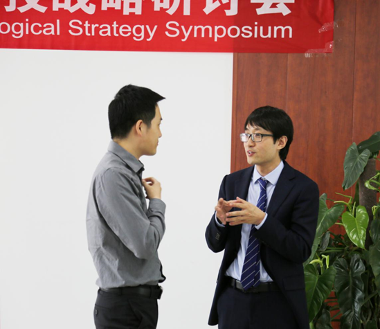 Mr. Hui Guo, Professor from Institute of Biophysics, Chinese Academy of Sciences (left) chatting with Mr. Michael Yuchi, Associate Professor from SPST (right)