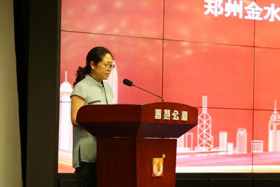 Ms. Hao Wang, Deputy Director of Management Committee of Zhengzhou Jinshui Science and Education Park making a speech