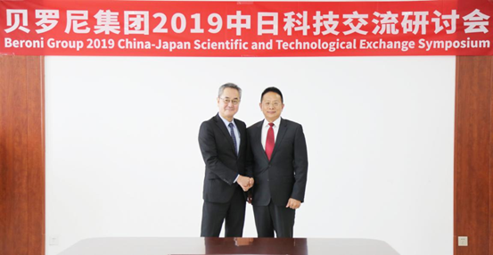 Mr. Jacky Zhang and Prof. Takuya Tsunoda reaching cooperation intention