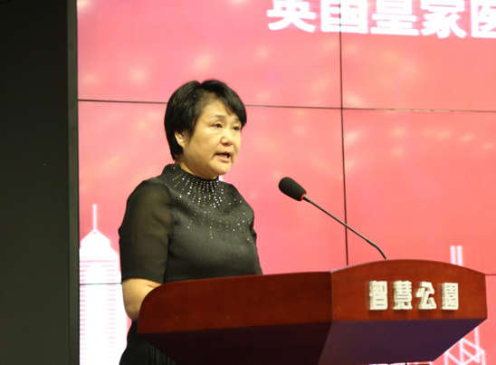 Ms. Yuerong He, Academician of The Royal College of Physicians, Standing Committee Member of International Academician Association Organizing Committee making a Speech