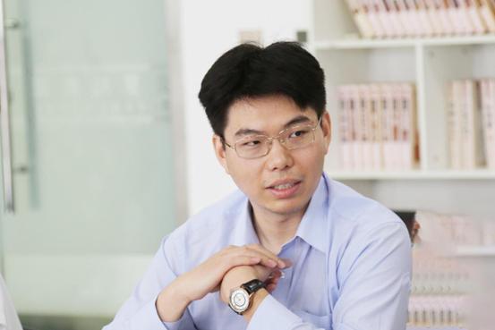 Dr. Zhenghu Jia hosting the symposium