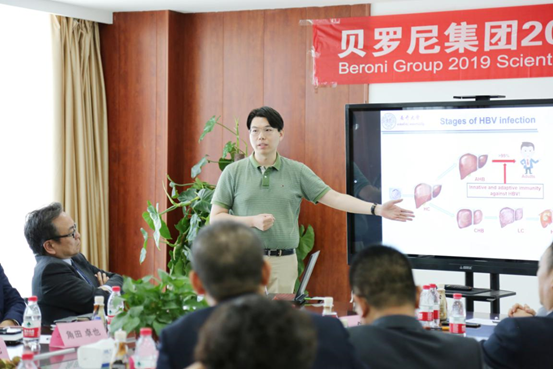 Mr. Zhenghu Jia, Vice President of R&D Center for Precision Medicine of Beroni Group making a speech entitled Roles of γδ T cells in Acute HBV Infection and Mechanisms