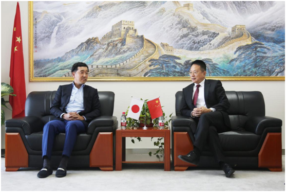 Mr. Jun Furukawa, CEO of Capital Medica Co.,Ltd. (left) talking with Mr. Jacky Zhang, Executive Chairman of Beroni Group