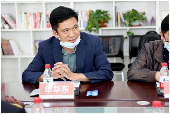 北控健康副总经理、工会主席单华东先生表达对贝罗尼的欣赏之情