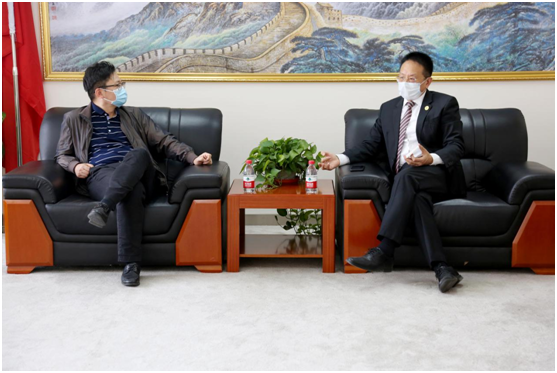 Mr. Jacky Zhang and Mr. Duo Zheng discussing coronavirus epidemic at home and abroad